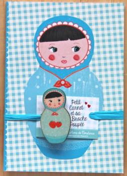Petit carnet Matriochka bleu et sa broche poupée