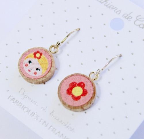 Petites boucles pendantes Matriochka rose